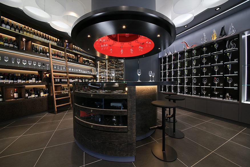 飲食のプロも足を運ぶワイングラス専門店のRIEDEL銀座店