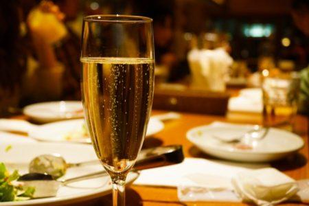 クリスマスに飲んでみたいスパークリングワイン3選