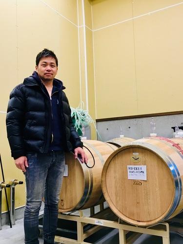 坂城葡萄醸造の成澤篤人さんとワイナリー
