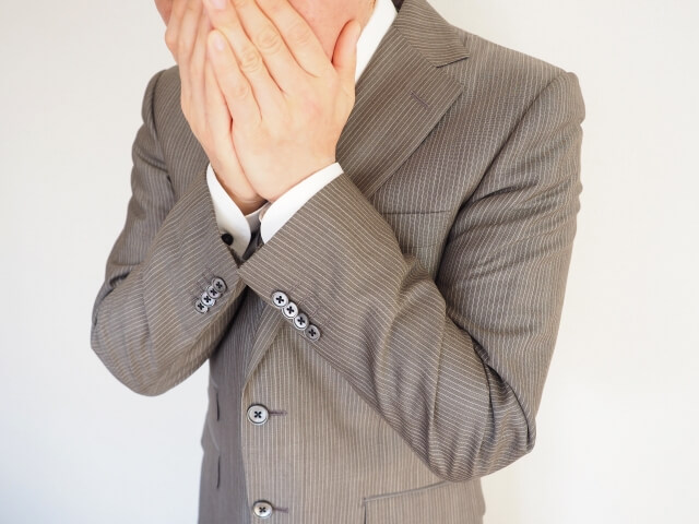 お酒を飲んだ後の気になる『口臭』の原因と対策とは⁈