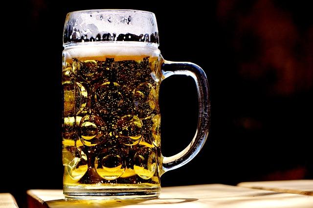 中ジョッキのビール画像