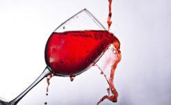 ワインのシミを簡単に落とす方法と染み抜き便利グッズ