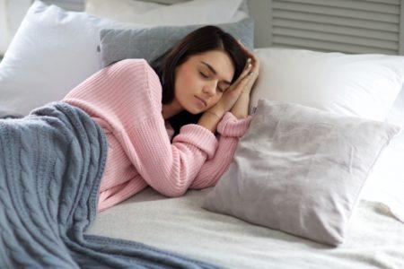 【飲み会帰り必見】二日酔いにならないための睡眠とおすすめの寝る向き