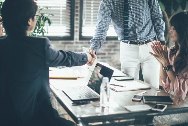 ビジネスマンの交渉
