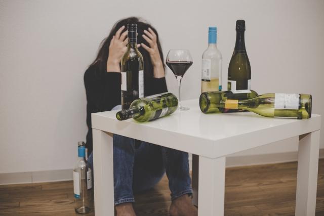 二日酔いの原因はメタノールかも⁈メタノールでの二日酔いの治し方とは?