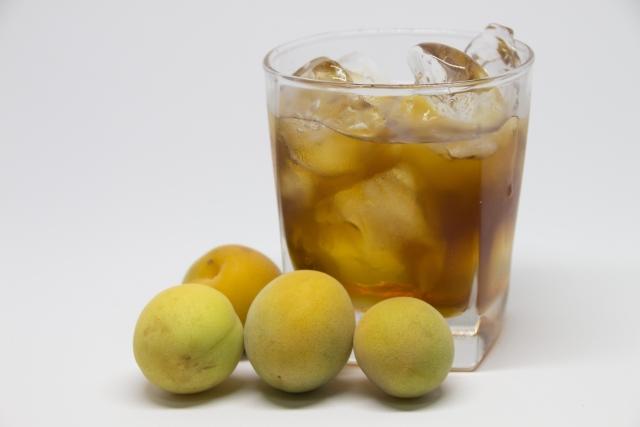 お酒を飲んだ気分になれるおすすめノンアルコール梅酒とは?